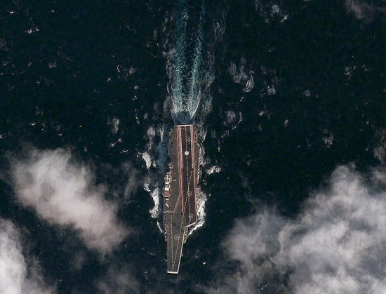 资料图:美国卫星拍摄到的中国航母海试。