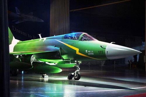 资料图:巴基斯坦国产型枭龙战机
