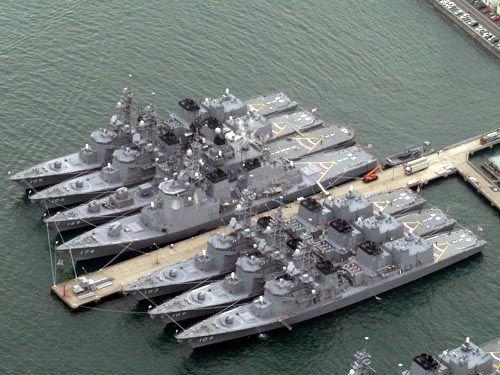 资料图:停泊在横须贺的日本海上自卫队舰艇。