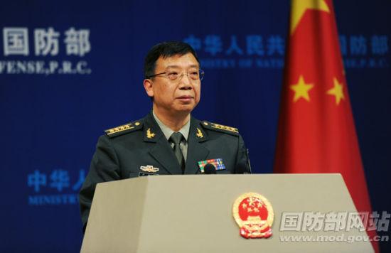 国防部新闻事务局局长、国防部新闻发言人耿雁生大校答记者问 李爱明 摄