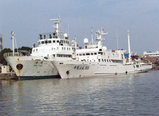 我国第4艘渔政船抵黄岩岛 中菲小艇相遇不发一言