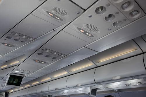 飞机上安全带提示灯提醒旅客注意系安全带