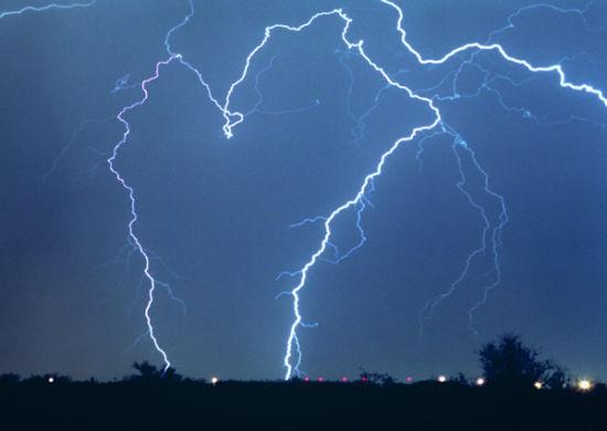 资料图:美军正准备利用闪电作为新武器。