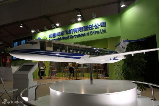 范堡罗航展中商飞展台ARJ21模型(摄影:门广阔 版权所有,不得转载)