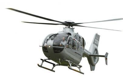可供8人乘坐的EC135是最新款的双发动机直升机,每小时租用费用超过五万元。