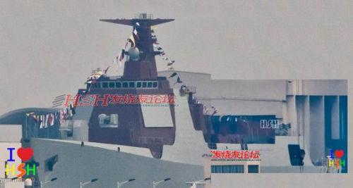 """文章称就吨位和战斗力来说,052D可能介于美国的""""阿利·伯克""""级和""""提康德罗加""""级之间。"""