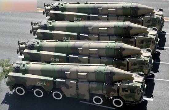 国庆60周年阅兵式上亮相的东风21D中程弹道导弹