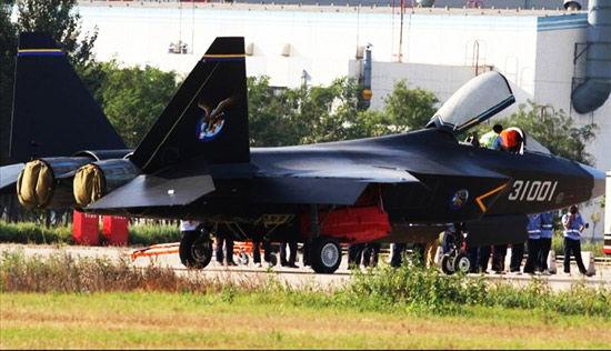 最初的分析表明,歼-31在装备2个俄制RD-93型涡扇发动机后表现良好。报道认为,虽然中国已经获得批准继续进口RD-93,但持续依赖俄发动机是中国发展自主军事航空产业的最大失败。