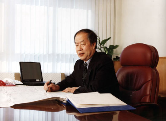 王哲荣院士工作照