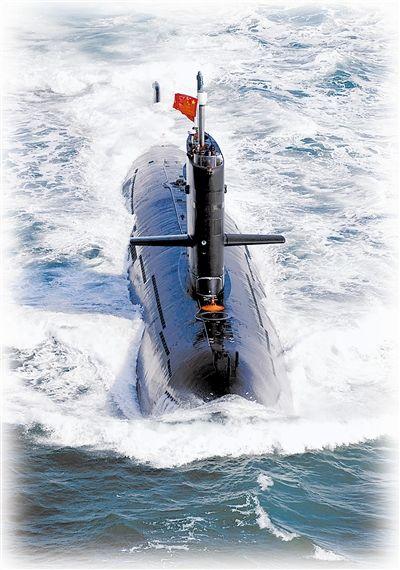 我海军潜艇驶向远洋
