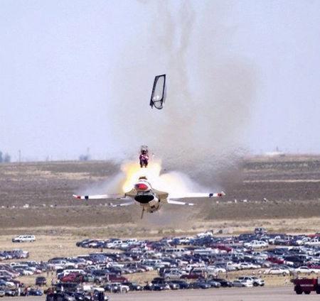 飞机失事通常都是在瞬间