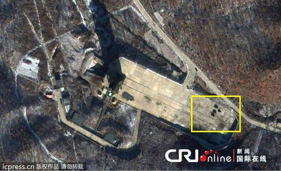图示方框内可见多辆载重车辆抵达发射场