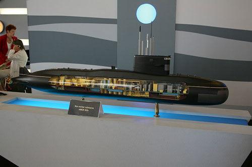 """资料图:""""阿穆尔950""""型潜艇,水面排水量约1000吨,乘员仅19人。"""