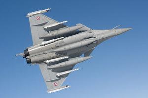 阵风战机挂弹起飞执行对利比亚空袭任务