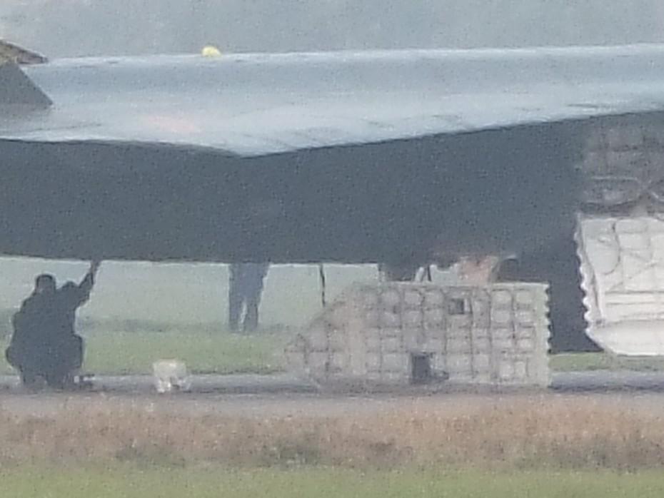 歼-20战机上卸下的舱盖