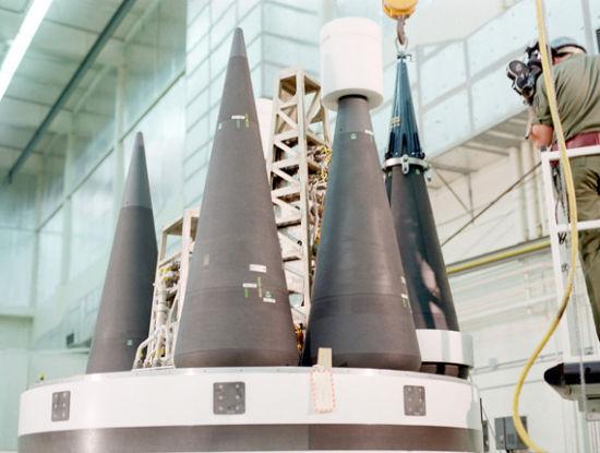 只有弹道导弹而没有可供投射的核弹头,就无法形成战略威慑。