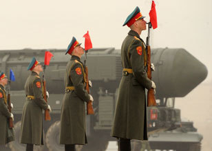 俄军在圣彼得堡进行胜利日阅兵排练