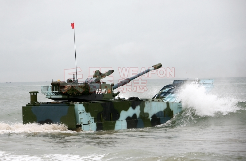 高速航行的05式两栖战车