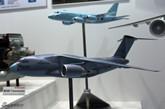 日本展示国产大飞机C-2模型