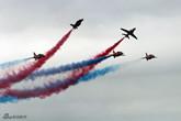 红箭飞行表演队表演机脱离编队