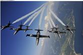 百年灵喷气机队编队飞行