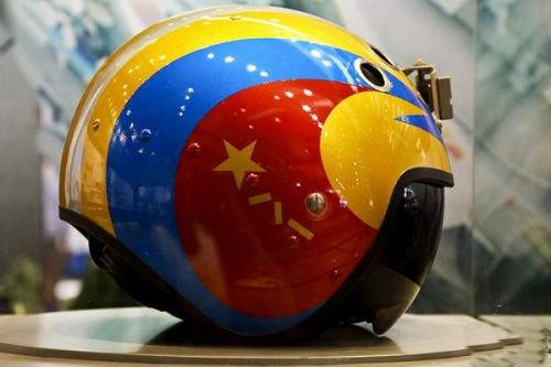 """亮相2012年珠海航展上的中国空军""""金头盔""""(资料图)"""