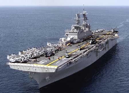 """美国的""""黄蜂""""级两栖攻击舰"""