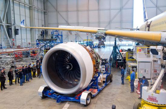 首架A350XWB发动机安装