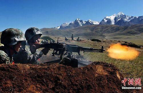 资料图:解放军部队在高原地区演习