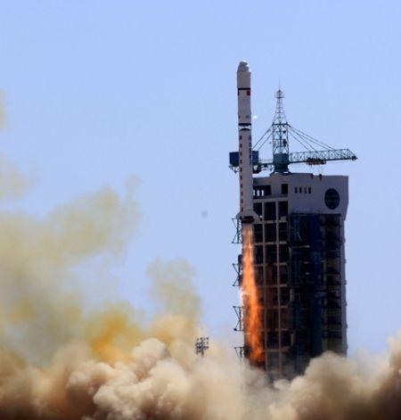 """中国""""高分一号""""观测卫星发射"""
