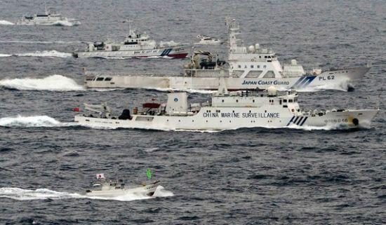 资料图:在钓鱼岛海域航行的中国海监船