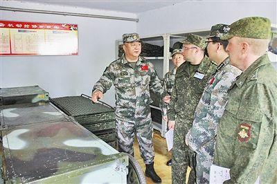5月28日,中方陪同组组长王洪义陪同联方视察组成员进行现场核查。孟庆泉摄