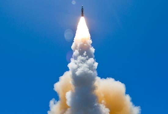 标准-6型导弹从美国海军战舰上发射