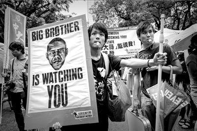 15日,在香港,有团体计划从遮打花园游行到美国驻港领事馆,声援斯诺登