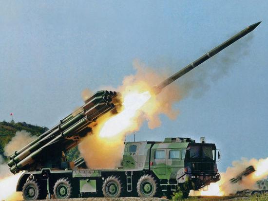 资料图:解放军A-100远程多管火箭炮齐射