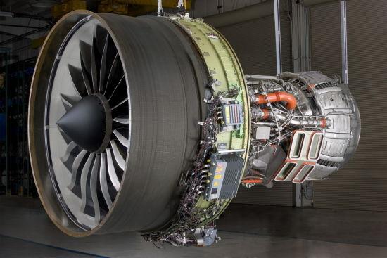 国泰航空向GE承诺,将由GE为其12台GEnx-2B发动机提供为期十五年的OnPointSM服务。