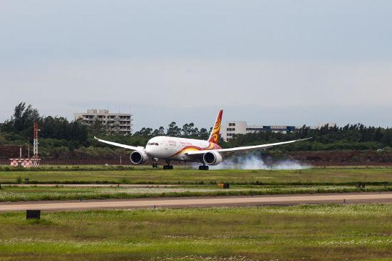 海航首架波音787飞抵海口美兰机场。(摄影:陈诚 版权所有 不得转载)