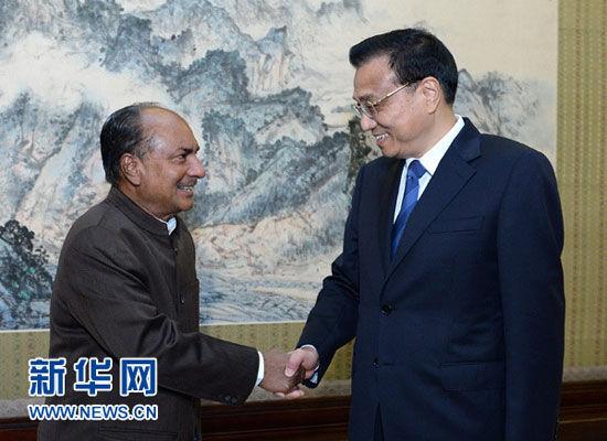 7月5日,国务院总理李克强在北京中南海紫光阁会见印度国防部长安东尼。 新华社记者刘建生摄