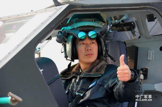 盛建忠是我军南京军区陆航部队最早披露的武直十飞行员典型,此前曾多有报道