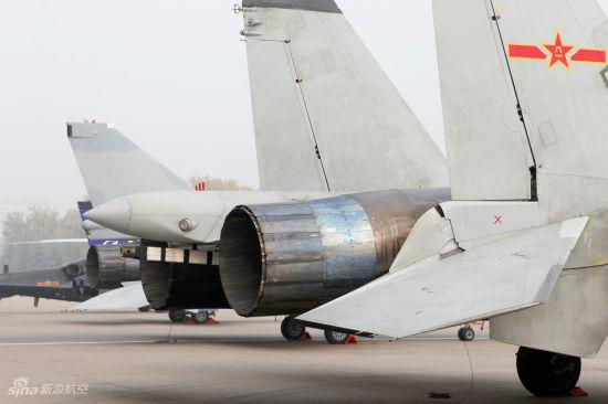 歼-15战机发动机特写