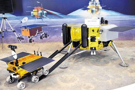 这是嫦娥三号月球探测器,包括着陆器和巡视器,是我国研制的首次在外天体实施软着陆的航天器。新华社发(资料图片)