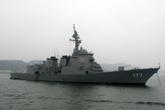 日本大批战舰向东海中间线靠近