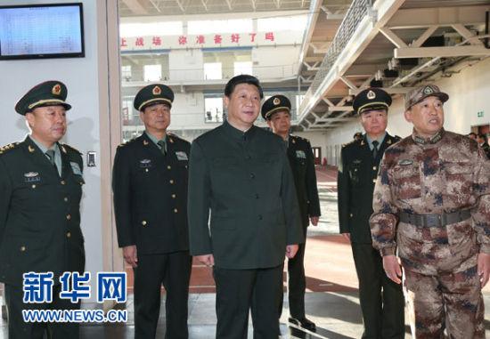 这是习近平实地察看济南军区直属队新兵团训练情况。新华社记者李刚摄