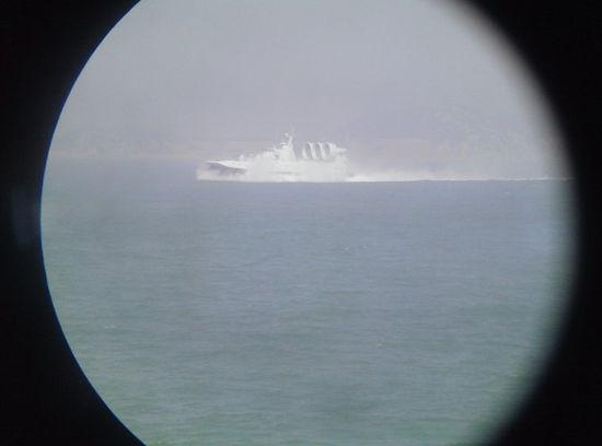 """网友声称在南海拍摄到的""""野牛""""气垫船(超大军事 tomread 供图)"""