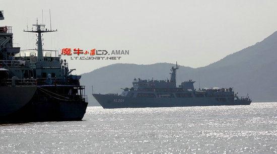网友拍摄的中国陆军训练舰