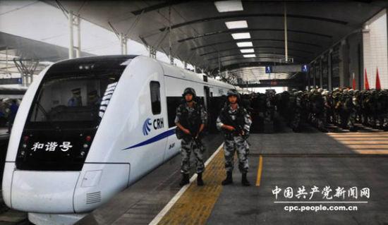 图为使用高铁运送部队
