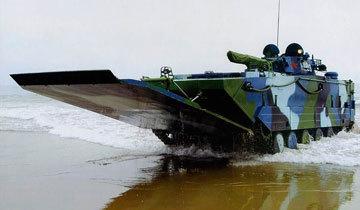 ZBD05式两栖突击车可容纳7名海军陆战队队员