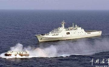 海军第二艘中型气垫登陆艇3321号同母舰训练