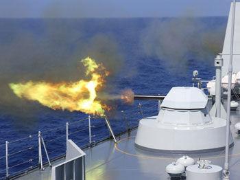 南海舰队机动编队AK630近防炮猛烈开火
