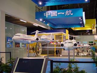 中国一航携多款军机民机模型亮相